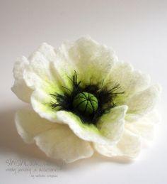 Hand Felted Flower Brooch, White Poppy, via Etsy. Felt Diy, Handmade Felt, Handmade Flowers, Felt Flowers, Fabric Flowers, Poppy Brooches, Fleurs Diy, Felt Brooch, Felt Fabric