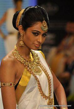 Beautiful Kerala Bridal Gold Jewellery: Nakshi, Mango Mala, Jada chuttu, Vanki, Vaddanam by http://www.MalabarGoldanDdiamonds.com/te-in/index Calicut, Dubai