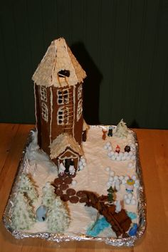 Moomin Gingerbread house - CRAFTSTER CRAFT CHALLENGES - So me and my little sister of 12 years wanted to to the family gingerbread house this Christmas. Since we both love Moomin, was the choice easy. Craft Tutorials, Craft Projects, Moomin House, Moomin Books, Tove Jansson, Museum Exhibition, Craft Patterns, Gingerbread Houses, Madness