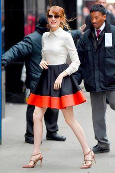 Look del día: Emma Stone nos enseña a armar el atuendo más femenino ¡y cool!