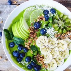 Wonderful Screen Smoothie bowl recipes - dm online shop Strategies Smoothie Recipes tasty and healthy… There are so many recipes floating on the net today but the Smoothie Bowl, Smoothie Breakfast, Breakfast Bowls, Smoothie Detox, Matcha Smoothie, Fruit Smoothies, Healthy Smoothies, Strawberry Smoothie, Making Smoothies