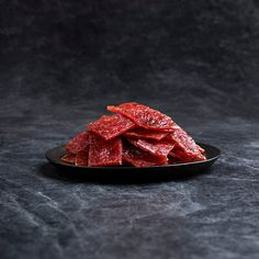 Strictly selected fresh hind leg meat, marinated with traditional and exclusive honey juice developed over 50 years of improvement, adheres to the ancient taste and process, and tastes sweet and not greasy, revealing a slightly charcoal grilled aroma.