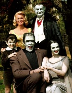 Celebrating selection of comedic imagery! The Munsters starring Butch Patrick, Pat Priest, Fred Gwynne, Al Lewis and Yvonne De Carlo in 1964 at CBS. The Munsters, Munsters Tv Show, Munsters House, Munsters Grandpa, Yvonne De Carlo, Photo Vintage, Vintage Tv, Beatles, Mejores Series Tv