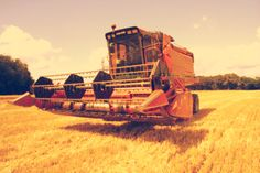 It is time for harvesting ... like those pics ? feel free to share it or see more on http://www.agriaffaires.co.uk/used/1/harvesting-equipment.html You can find on Agriaffaires harvester and farming equipment such as combine harvester, potato harvester, ...