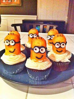 Minion Cupcakes! @Maria Henderson Tandy and @Chelsea Rose Norfleet