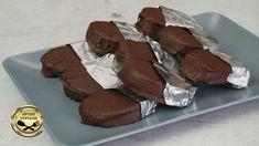 Προγραμματίστε να φτιάξετε αυτές τις καταπληκτικές σπιτικές καριόκες και θα ξετρελαθείτε από την μοναδική γεύση τους! Ιδανικές για αυτούς που αγαπούν την σοκολάτα και τέλειο κέρασμα για τις γιορτές και όχι μόνο! ΥΛΙΚΑ 125 γρ. βούτυρο 225 γρ. Pastry Cake, Dessert Recipes, Desserts, Cake Pops, Cooking Recipes, Cupcakes, Sweets, Candy, Homemade