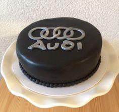 One black Audi cake. Een zwarte Audi taart.