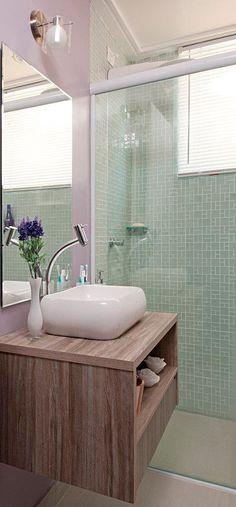 Informe publicitário: Banheiro reformado fica cheio de cor e luz - Casa