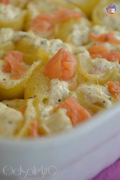 Conchiglioni gratinati con ricotta e salmone, un primo piatto d'effetto per un'occasione speciale e come menù delle feste.