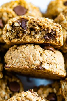 Healthy lactation cookies that are gluten-free and vegan. Made with ingredients to help boost milk production and supply for breastfeeding. Healthy Lactation Cookies, Cookies Vegan, Lactation Recipes, Vegan Gluten Free, Gluten Free Recipes, Vegan Recipes, Cookie Calories, Cupcakes, Chocolate Chip Oatmeal