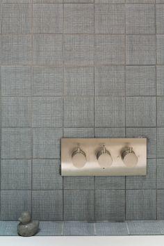 Cross hatch gray ceramic tiles for bathroom backsplash | Talbot Road Home Tour | NONAGON.style