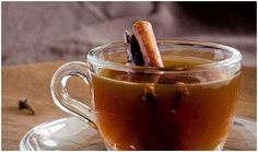 Lemon and Cinnamon Tea. Try this winter warming lemon and cinnamon tea. Perfect for those cold days! (English version below) Detox Drinks, Healthy Drinks, Sudanese Food, Cinnamon Benefits, Cinnamon Tea, Lower Blood Sugar, Cold Remedies, Tea Recipes, Fall Recipes