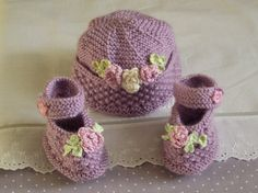 hand knitted baby booties and matching bonnet / lilac