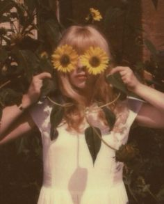 Image about cute in Vintage Aesthetic 👓 by Vale Jeon Boho Aesthetic, Summer Aesthetic, Aesthetic Vintage, Aesthetic Photo, Aesthetic Pictures, Aesthetic Eyes, Music Aesthetic, Yellow Aesthetic Pastel, Orange Aesthetic