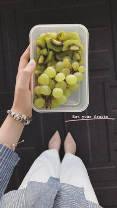 Eat your fruits 🥝🍇 Gotta stay healthy at your too ✨ Healthy Meal Prep, Healthy Life, Healthy Snacks, Healthy Eating, Healthy Recipes, Stay Healthy, Food Goals, Aesthetic Food, Food Cravings