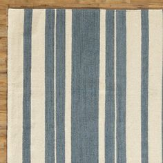 Complementary tonal stripes carry this brilliant floor covering from traditional to modern spaces, as well as casual and more elegant settings.