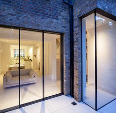 Grade II listed Chelsea town house extension by Moxon Architects Contemporary Windows, English House, Home Upgrades, House Extensions, Indoor Outdoor Living, Exterior Design, Interior Architecture, Townhouse, 3 D