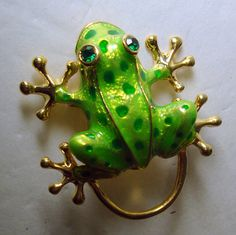 Green Frog Pin..GOLD Tree Frog.....He Can Hop while He's Holding your Glasses on the Loop ..1980s Unused