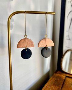 Pearl Cube Gold Ear Jackets - ear jackets / gold ear jacket / ear jacket earrings / modern earrings / statement earrings / gifts for her - Fine Jewelry Ideas Diy Clay Earrings, Copper Earrings, Earrings Handmade, Handmade Jewelry, Boho Jewelry, Geek Jewelry, Vintage Jewellery, Tribal Jewelry, Handmade Leather
