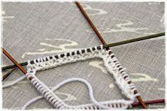 Suvikumpu: Nappivarsisukat - ohje Clothes Hanger, Friendship Bracelets, Coat Hanger, Clothes Hangers, Clothes Racks, Friend Bracelets
