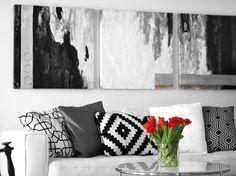 Black & white living room + red tulips - Uino