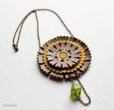 Ce n'est pas facile de se remettre à créer... Collier fleur réalisé en cuir disponible en boutique oooo