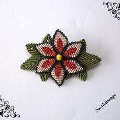 Broche macramé fleur et feuilles