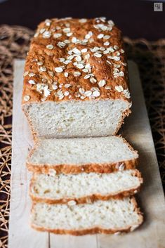 Oat and honey bread. Biscuit Bread, Pan Bread, Bread Baking, Honey Oat Bread, Banana Bread, Bread Machine Recipes, Bread Recipes, Oats And Honey, Healthy Snacks
