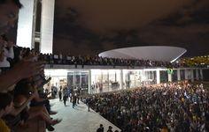 Manifestantes ocupam a cobertura do Congresso Nacional