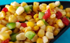Salade de maïs à la mexicaine Menu, Vegetables, Food, Roasted Red Peppers, Salad, Meal, Menu Board Design, Essen, Vegetable Recipes