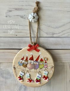Wood Crafts That Make Money Painted Christmas Ornaments, Handmade Christmas Decorations, Christmas Ornament Crafts, Christmas Art, Christmas Projects, Holiday Crafts, Deco Table Noel, Christmas Paintings, Decoupage