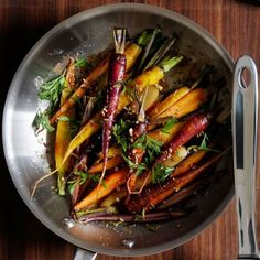 ► Pan Roasted Rainbow Carrots Recipe: rainbow carrots, olive oil, smoked paprika, fennel seeds, kosher salt, pepper, lemon juice and flat leaf parsley. Roast carrots in a preheated 375°F oven for 20 minutes. Add lemon juice. Roasted Carrots, Whole 30 Recipes, New Recipes, Rainbow Carrot Recipes, Pulses Recipes, Middle Eastern Dishes, Roasting Pan, Recipes