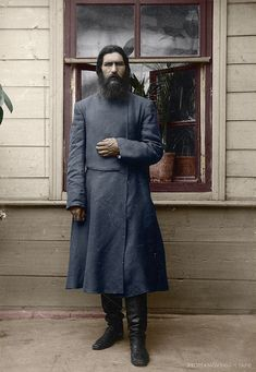 The enigmatic Rasputin.and this is a great photo Old Photos, Vintage Photos, Tsar Nicolas Ii, Russian Revolution, People Of Interest, Imperial Russia, Art Graphique, Kaiser, Interesting History