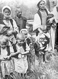 Serbia people and kids leaving Croatia to Serbia to save their lives against Ustasha Nazi Croatia!6000 Serbs are died just in 1942 by Croatian Fashists.