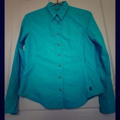 "Koppen Insect Repellent top Small! Bundle=20% OFF! Koppen long sleeve, blue button down top with Insect Repellent Technology size Small! Sleeve roll up and button for shorter sleeve. Features one exterior side zipper pocket. Measures 19"" pit to pit, 19"" pit to wrist, and 13"" pit to bottom hem. Nice light-weight top perfect for hiking! Great gently used condition. Bundle 2 or more items and save 20%!! OR make me a reasonable offer via the ""Offer"" button! Koppen Tops Blouses"