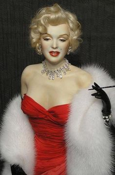 Marilyn Monroe Art Doll(looks so real☺) Glamour Hollywoodien, Hollywood Glamour, Hollywood Stars, Old Hollywood, Hollywood Actresses, Estilo Marilyn Monroe, Marilyn Monroe Photos, Marilyn Monroe Dresses, Marilyn Monroe Makeup