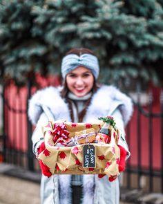 """LUCY•PUG on Instagram: """"Každý rok na Mikuláša očakávam balíček, no tento rok sa rozhodla, že Mikulášom budem ja🎅🏽Blízkych a kamarátov som obdarovala balíčkami, ako…"""" Men Tv, Christmas Post, Petra, Youtubers, Pugs, Celebrity, Winter, Photos, Instagram"""