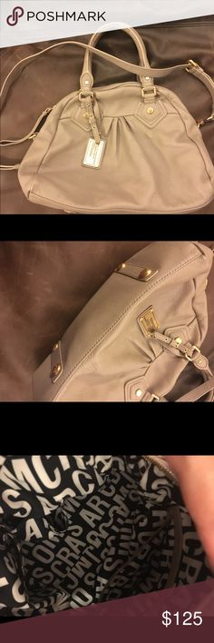 """Marc Jacobs pebbled leather bag Like new barely used bag. 12"""" L x 10"""" H crossbody and shoulder bag Marc by Marc Jacobs Bags Crossbody Bags"""