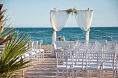A romantic beach wedding. Rocio&Pablo