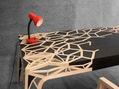 Table designed by Pupsam (David Thomas Puel en Libération)|Tafel Ontworpen door Pupsam (David Thomas Puel en Libération)