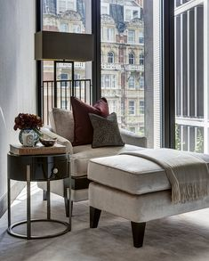 Luxury interior design of cityside apartment in One Hyde Park Knightsbridge, London. It features curated artwork, dressing and accessorizing. Living Tv, Living Spaces, Living Room, Luxury Home Decor, Luxury Interior Design, Luxury Apartments, Luxury Homes, One Hyde Park, Apartment Projects