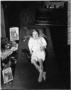 Life on: [ The Seventh Cloud ] : Children and Post-mortem photography Pt. Vintage Photographs, Vintage Photos, Memento Mori Photography, Post Mortem Pictures, Post Mortem Photography, Creepy Pictures, Momento Mori, After Life, Pre And Post