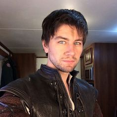 Photo of Torrance - BTS for fans of Sebastian (from Reign). Sebastian Reign, Kenna Reign, Reign Hairstyles, Torrance Coombs, Reign Mary, Reign Fashion, New Television, Lady In Waiting, Perfect Boy