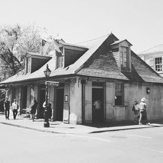 #tbt to my favourite place on earth. Need to get back. #doyouknowwhatitmeanstomissneworleans #shescalling #nola #frenchquarter #jazz #zydeco #music #food #creole #gumbo #crawfish #ineedafix by mandyw04