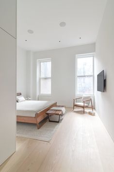 Unique minimalist interior with white and wood home decor. Featuring Scandinavian style furniture, a minimalist layout, high ceilings and original crown molding Minimalist Interior, Minimalist Bedroom, Minimalist Home, Bedroom Wooden Floor, Bedroom Flooring, Floor Design, Home Design, Interior Design, Design Blogs