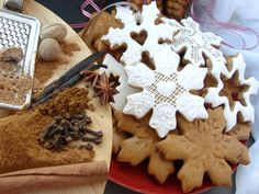 Romanian Food, Romanian Recipes, Good Food, Yummy Food, Royal Icing, Biscotti, Holiday Recipes, Christmas Recipes, Gingerbread Cookies