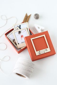 DIY wooden polaroid gift set for Valentine's Day by @sugarandcloth