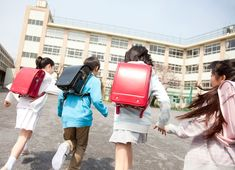 A Day at School - Schools - Explore Japan - Kids Web Japan Primary School, Elementary Schools, Japan For Kids, Japanese School Bag, Web Japan, Websites For Students, Kids Web, Japanese Lifestyle, Modern Logo Design