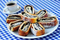 Puha, foszlós mákos kalács: a nagyi bevált receptje szerint French Toast, Easter, Bread, Breakfast, Recipes, Food, Poppy, Drinks, Morning Coffee
