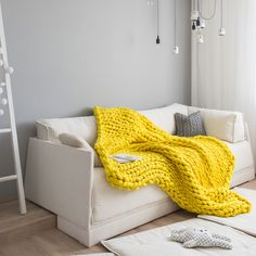 The Large Ohhio Blanket is as soft and chunky as they come. Made from extra fine merino wool and available in 14 beautiful colors.
